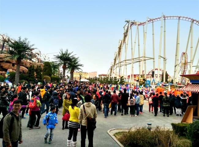 清明小长假蓬莱景区涌现游客潮